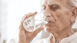 Cómo prevenir la deshidratación en personas mayores 3